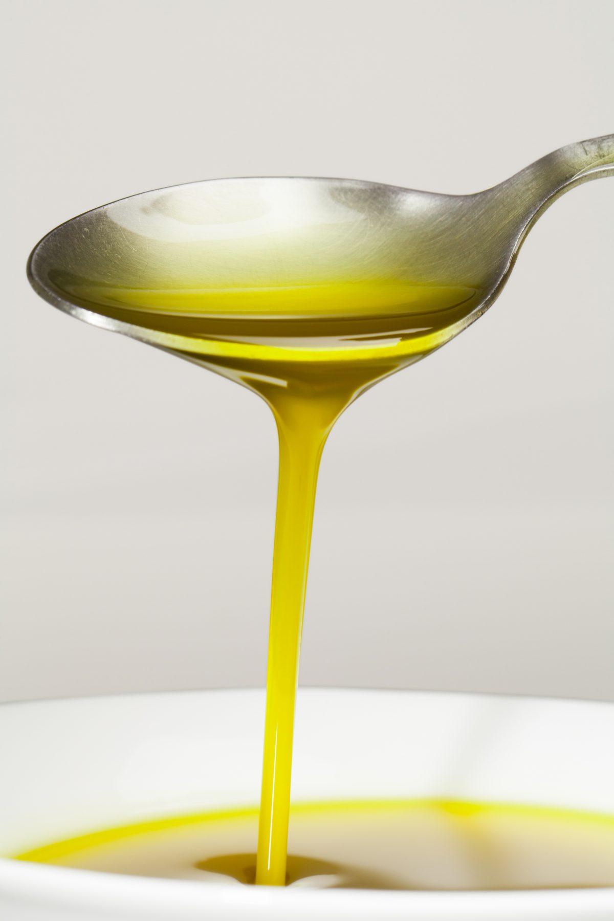 Beneficios de consumir aceite de oliva virgen extra en ayunas